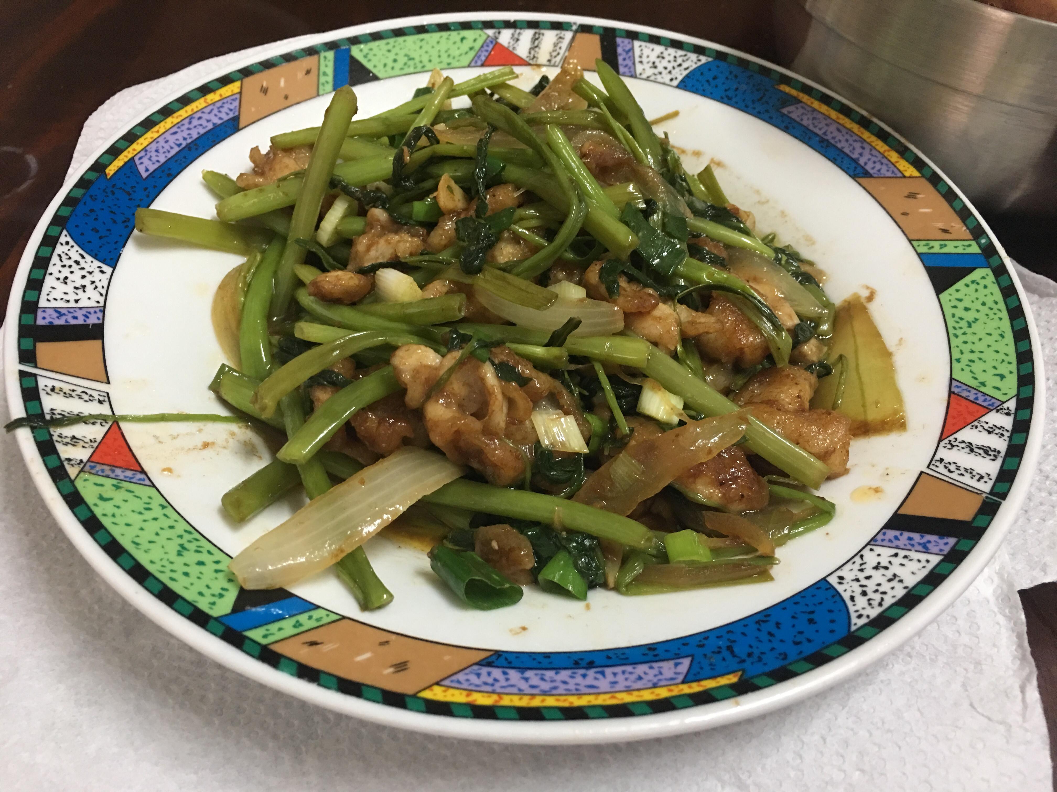 (超簡單料理)沙茶火鍋肉片炒空心菜