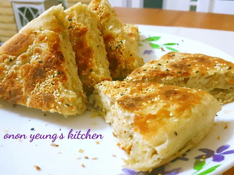 酥脆內軟の蔥油酥厚燒餅。平底鍋烘烤做法