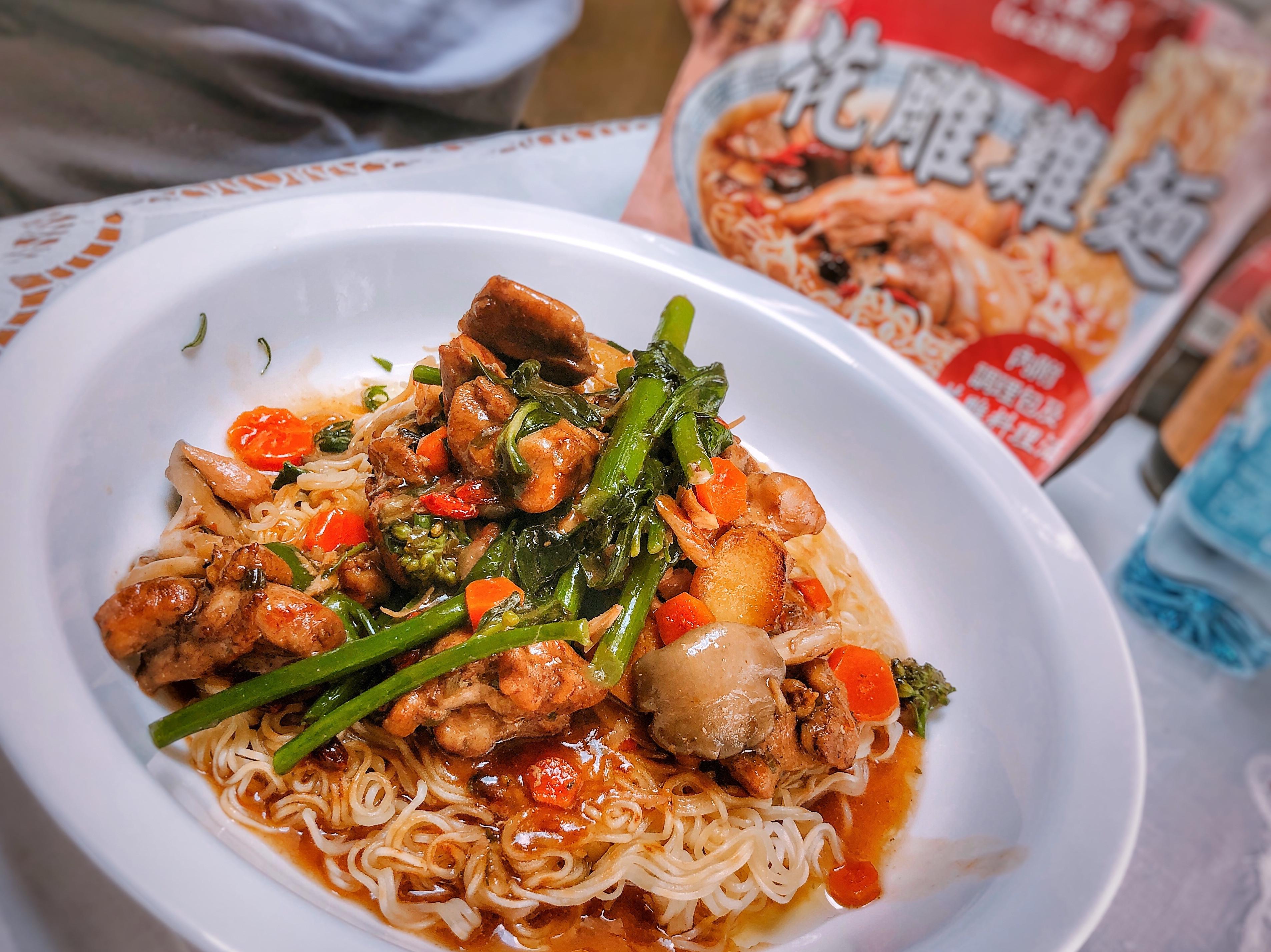 台酒花雕雞-港式煎麵(意想不到酒香料理)