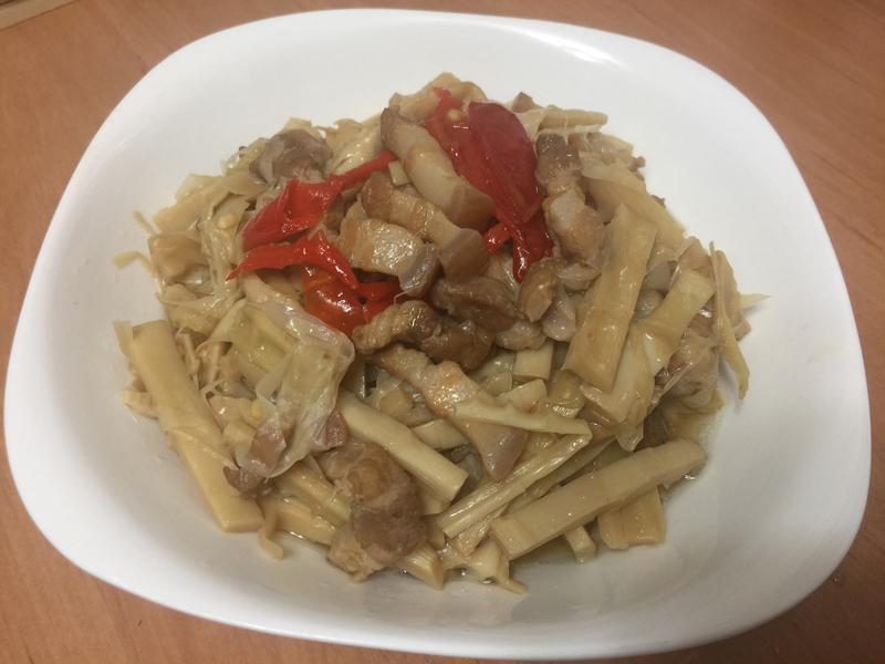 桂竹筍燉煮五花肉