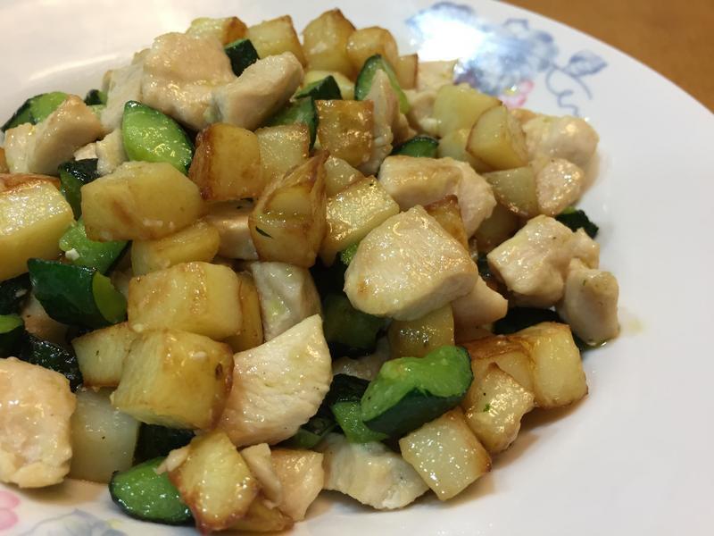 雞胸肉炒小黃瓜馬鈴薯丁