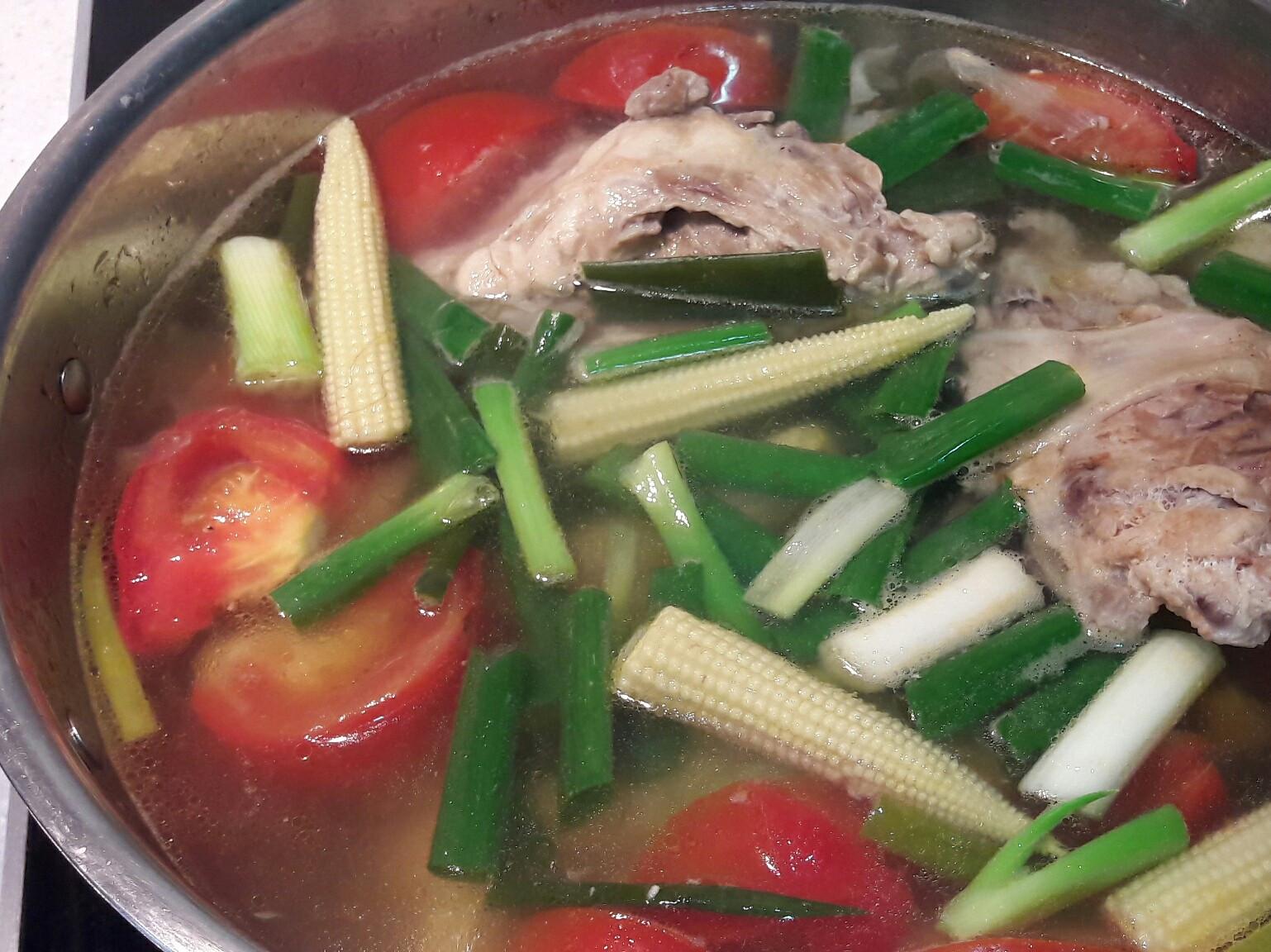蔬菜雞高湯~蕃茄雞骨玉米青蔥