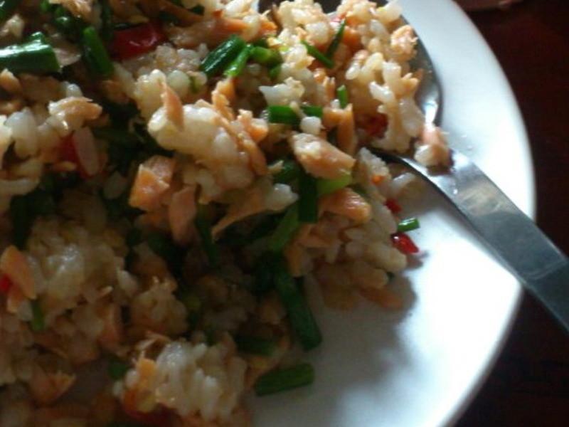 韭菜花鮭魚炒飯