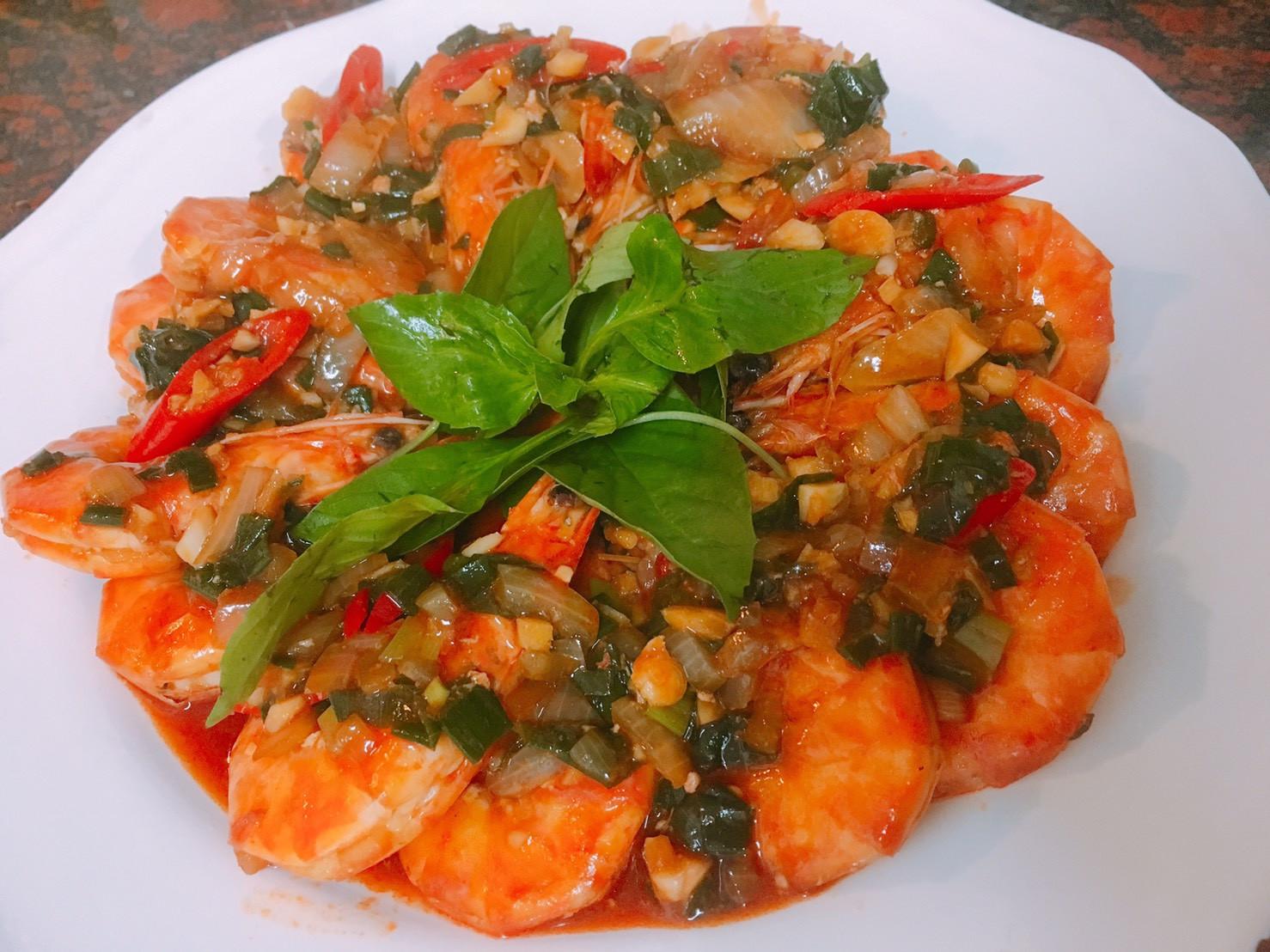 餐桌上的人妻料理*允指茄汁大蝦。