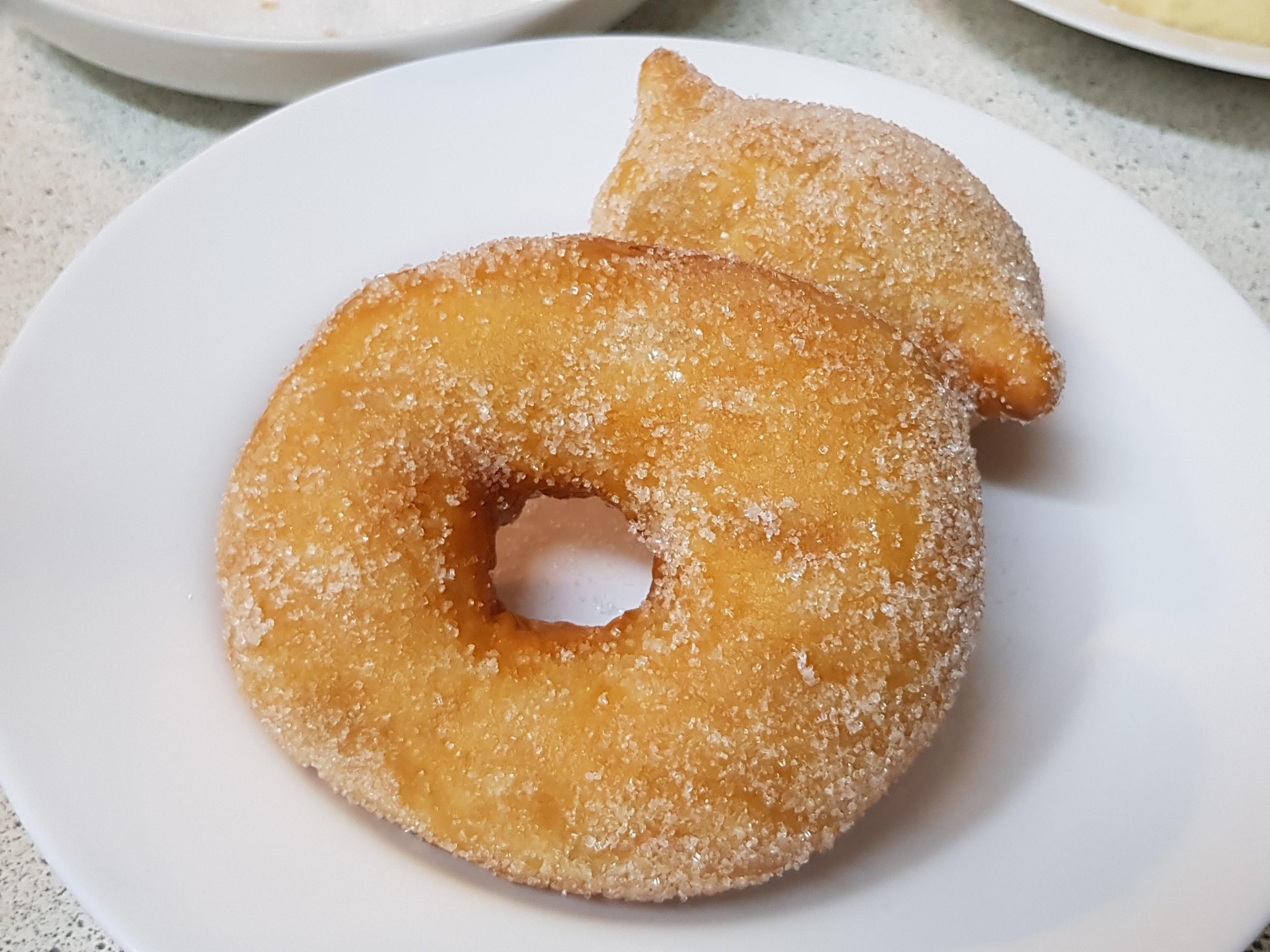 炸甜甜圈😺
