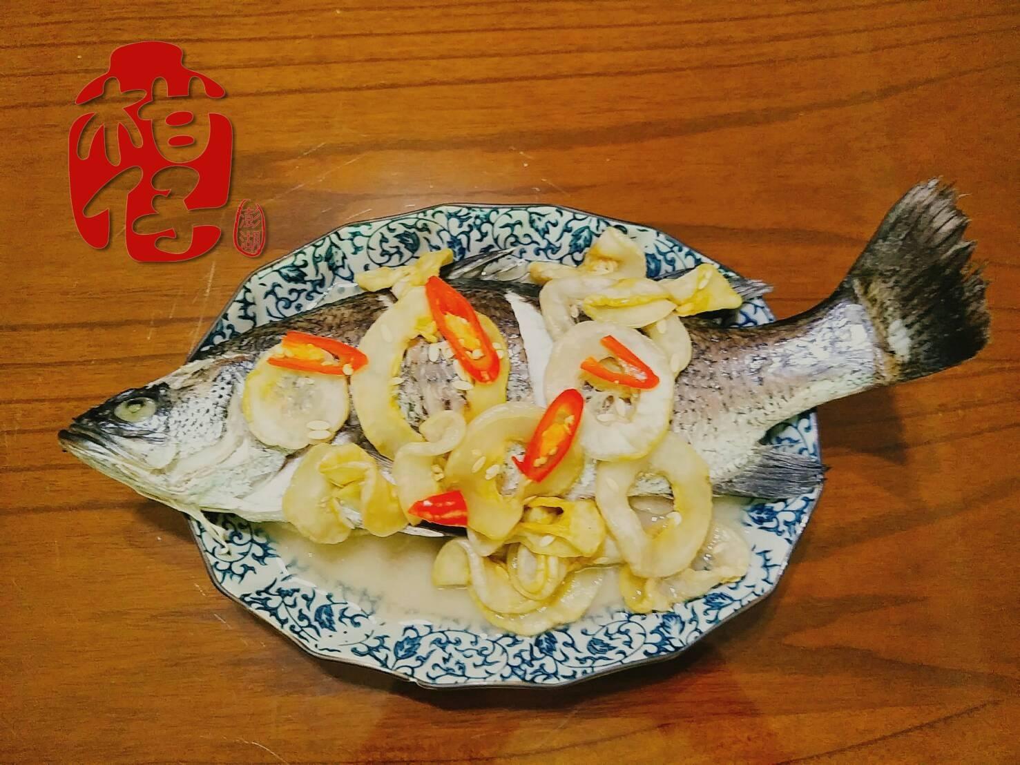 (電鍋料理)澎湖在地美食-酸瓜清蒸鱸魚