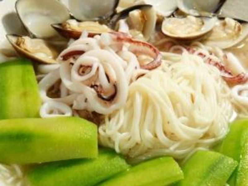我的料理個人秀 ~~ 絲瓜蛤礪小管麵線