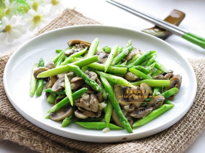 [綠蘆筍炒蘑菇]10分鐘上好菜