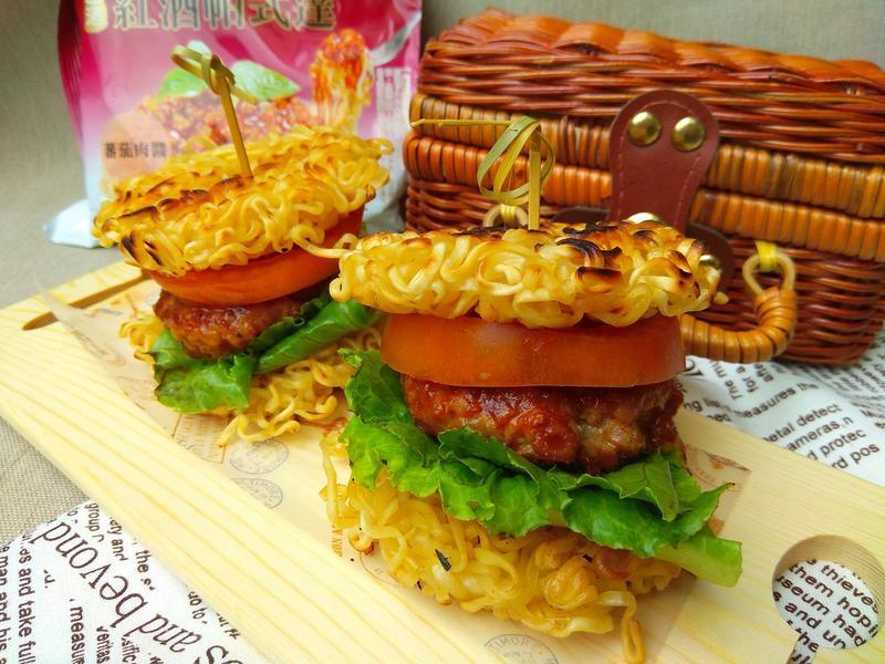 紅酒帕式達煎麵漢堡-【意想不到酒香料理】