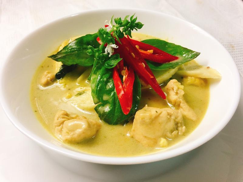 泰式綠咖哩椰汁雞肉