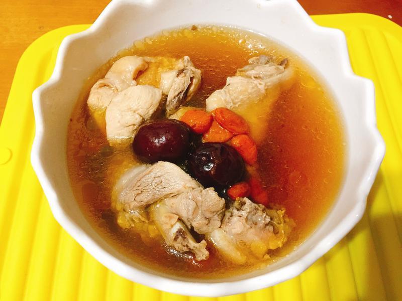 黃耆枸杞紅棗雞湯