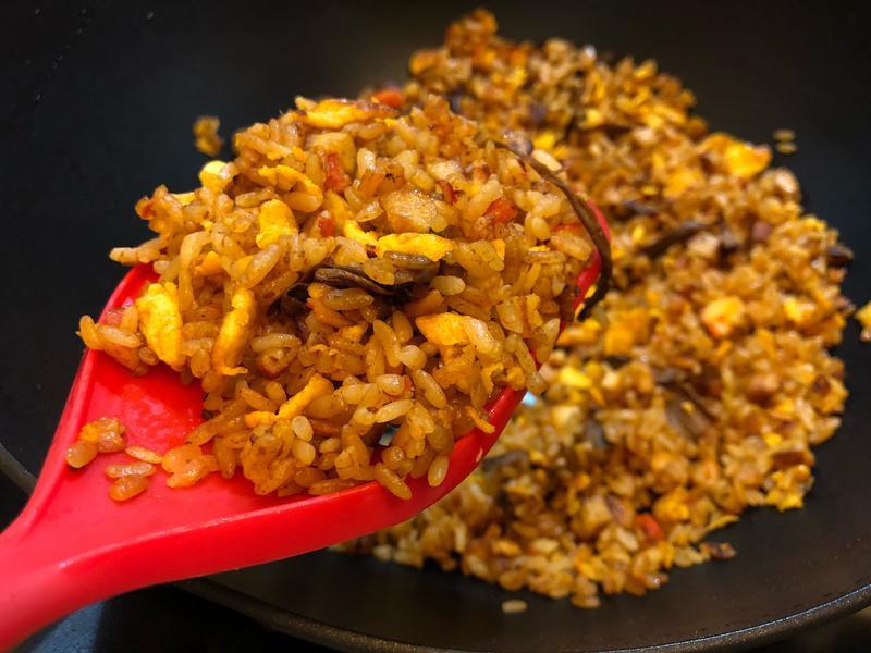咖哩肉醬牛肝菌炒飯