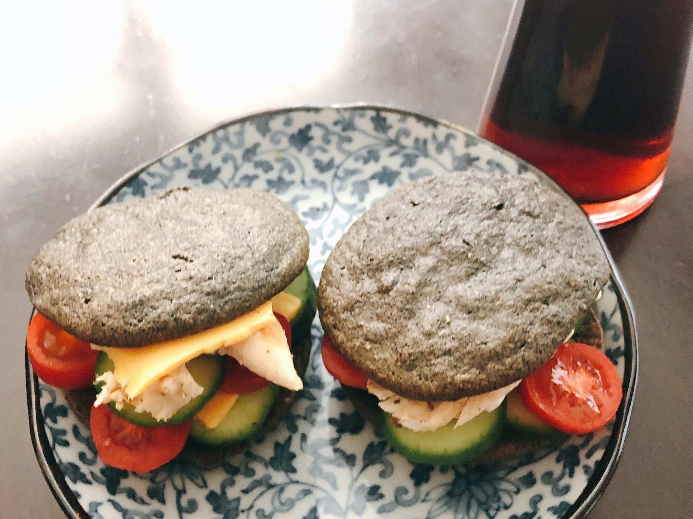 低卡黑芝麻雞柳漢堡 (生酮,無澱粉)