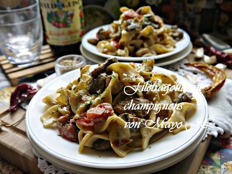 骰子肉佐蘑菇醬和義大利麵