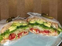低卡健康 酪梨蔬菜三明治