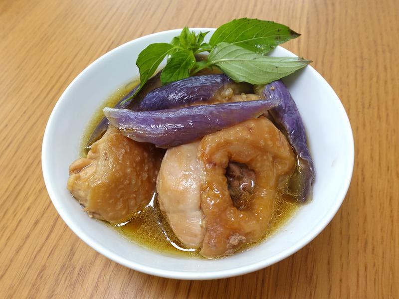 塔香茄子燉雞肉。一鍋料理