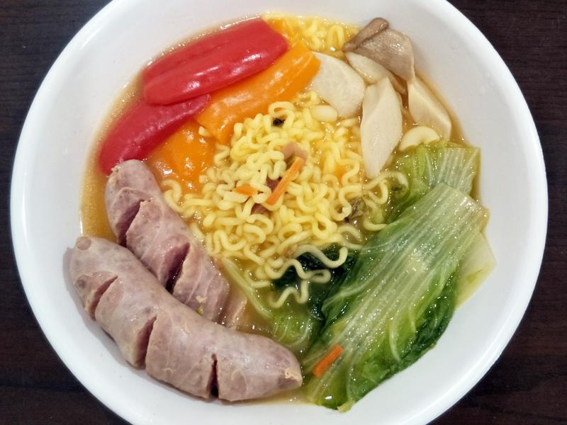 韓國真起司拉麵拌鮮蔬香腸-快煮鍋版