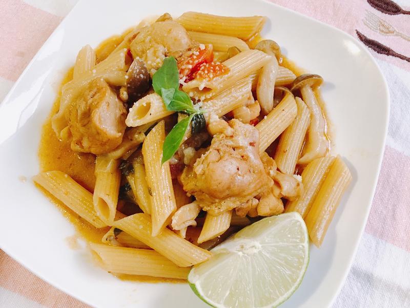 泰式綠咖哩義大利麵