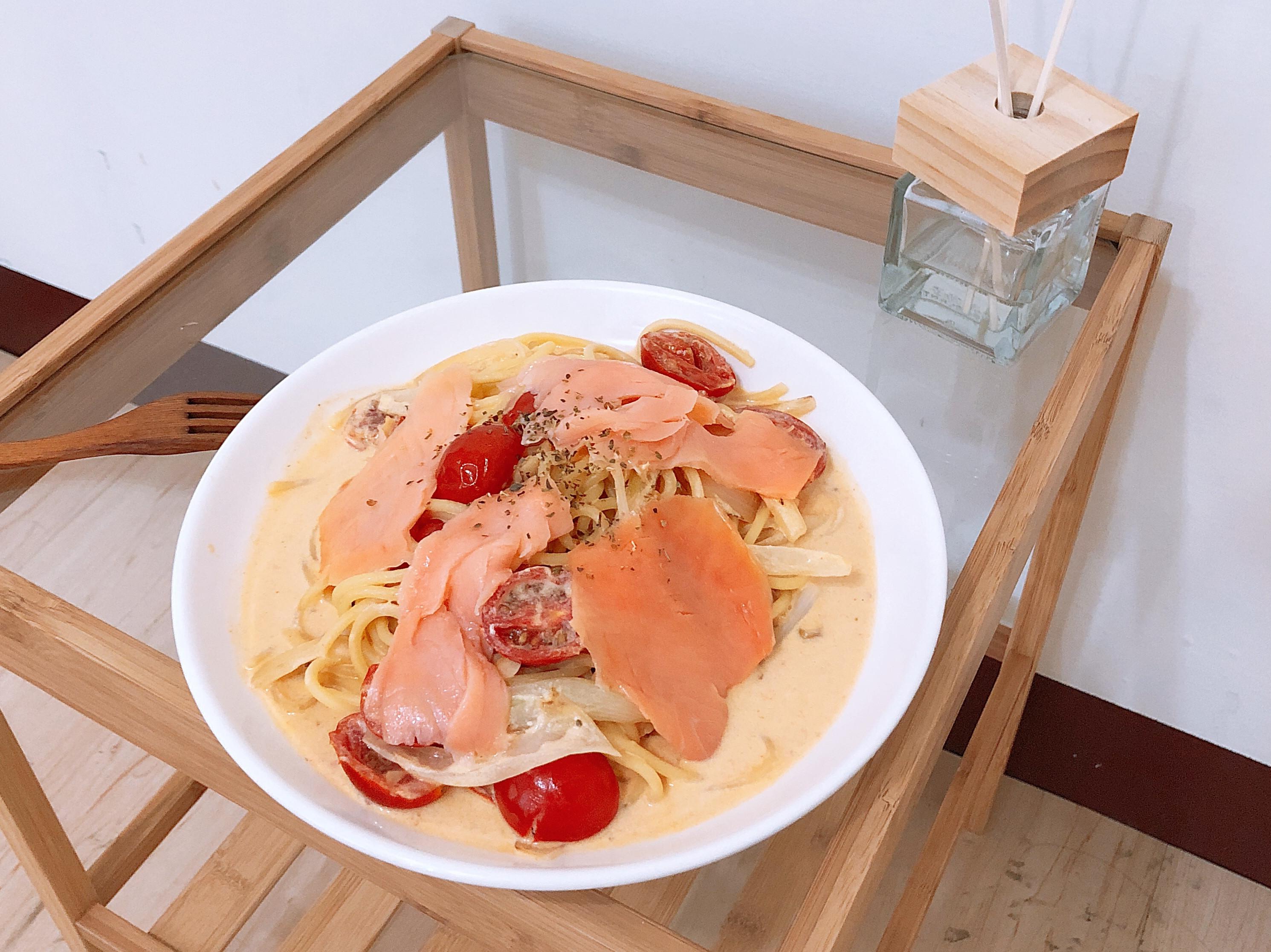 燻鮭魚酸奶蕃茄 粉紅義大利麵