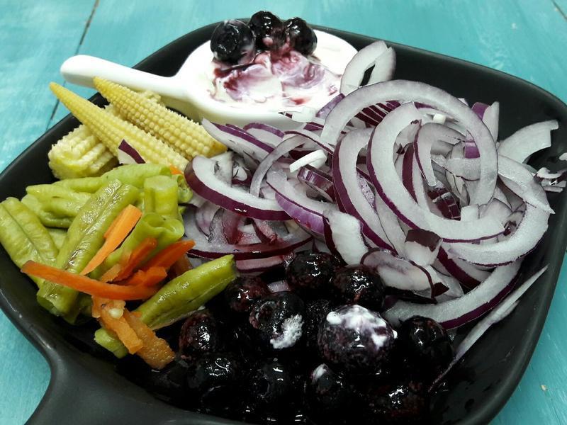 花青素抗氧化沙拉-紫色蔬果+酸奶油凱薩醬