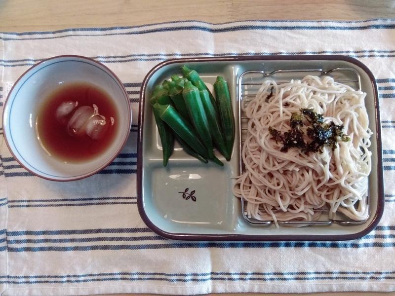 夏日涼爽秋葵蕎麥麵