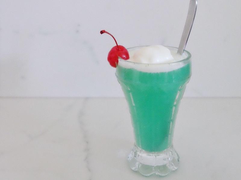 夏天甲涼ㄟ#1 - 香草冰淇淋汽水