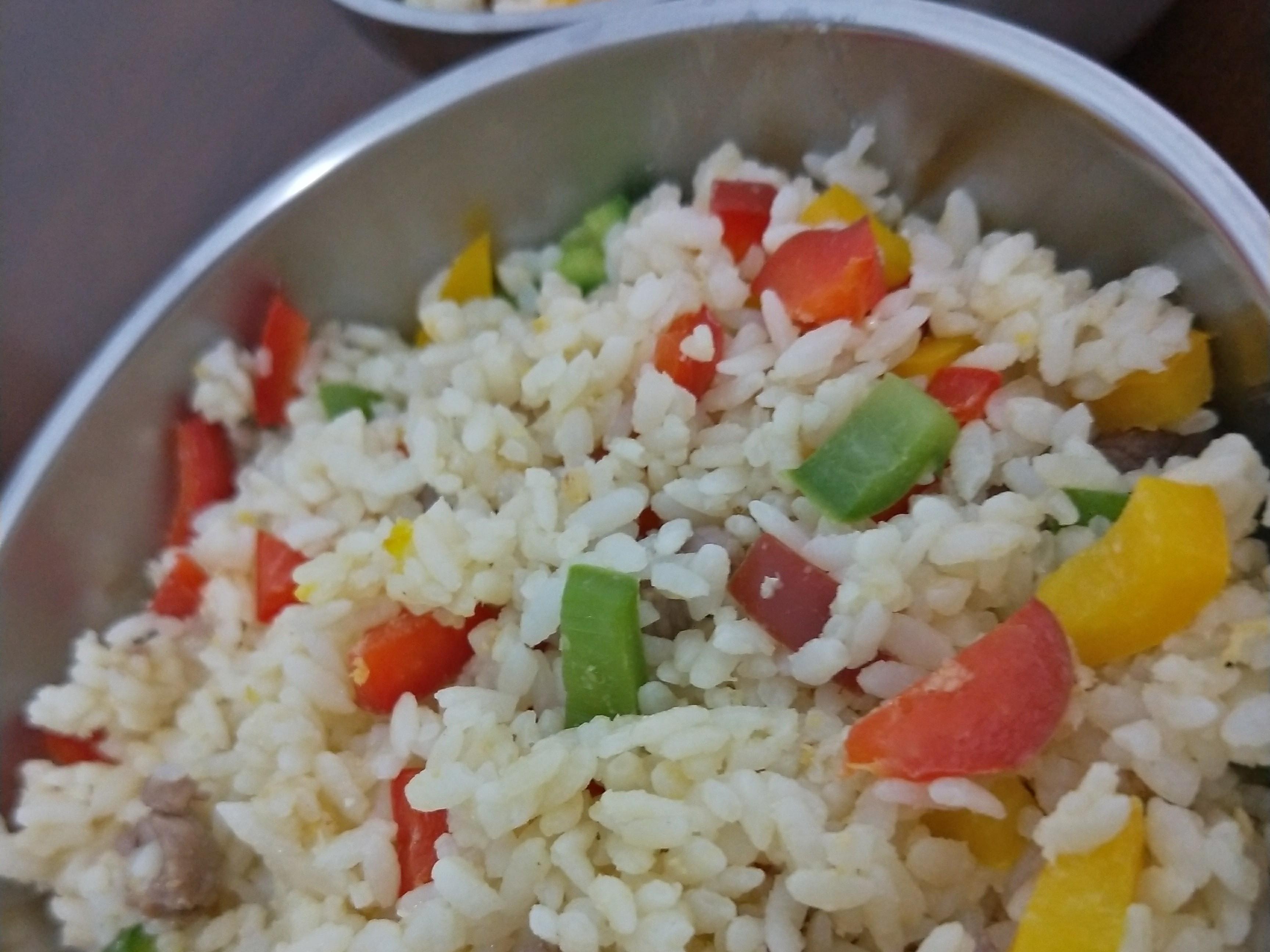 彩椒肉炒飯