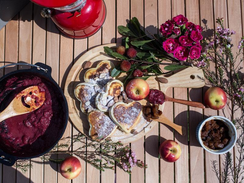 鑄鐵鍋超簡單露營料理-新鮮現熬果醬鬆餅