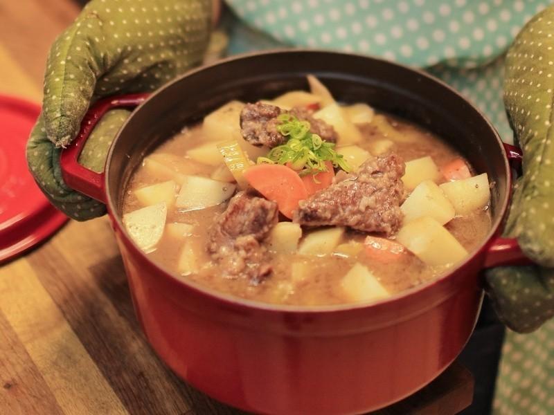 【吳双の愛妻料理】黃金玄米油健康清爽料理-紅酒燉牛肉