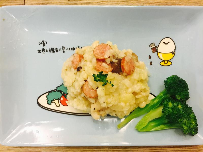 洋蔥菇菇德腸奶油燉飯