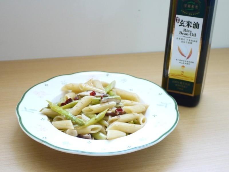 黃金玄米油清爽料理- 蒜香鮮菇蘆筍筆管麵