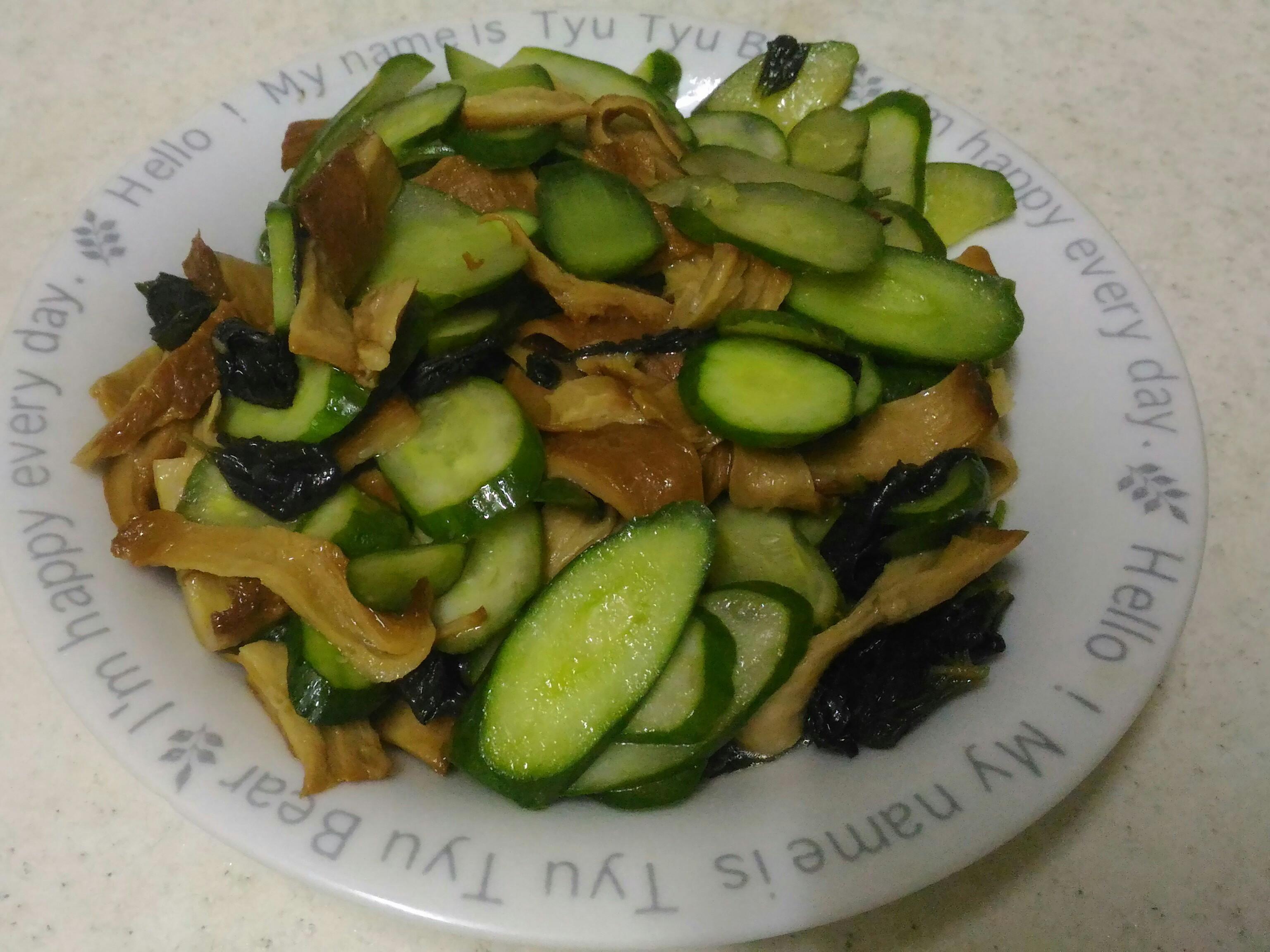 小黃瓜炒素肉片