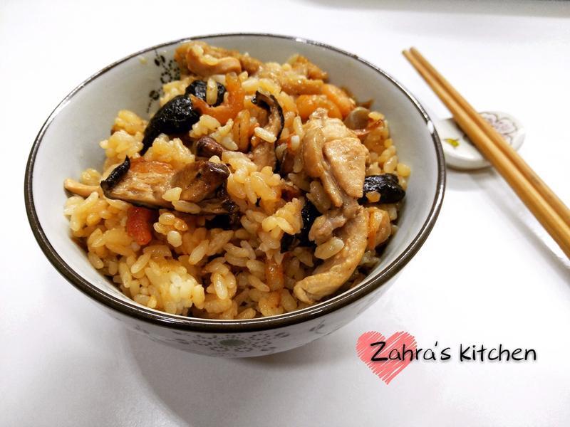 白米飯炒的雞肉油飯