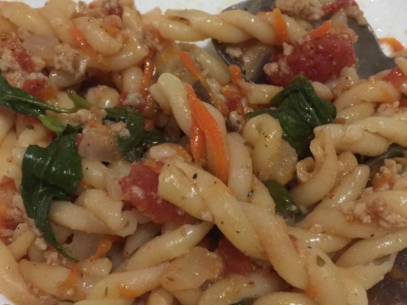 茄汁九層塔義大利肉醬麵