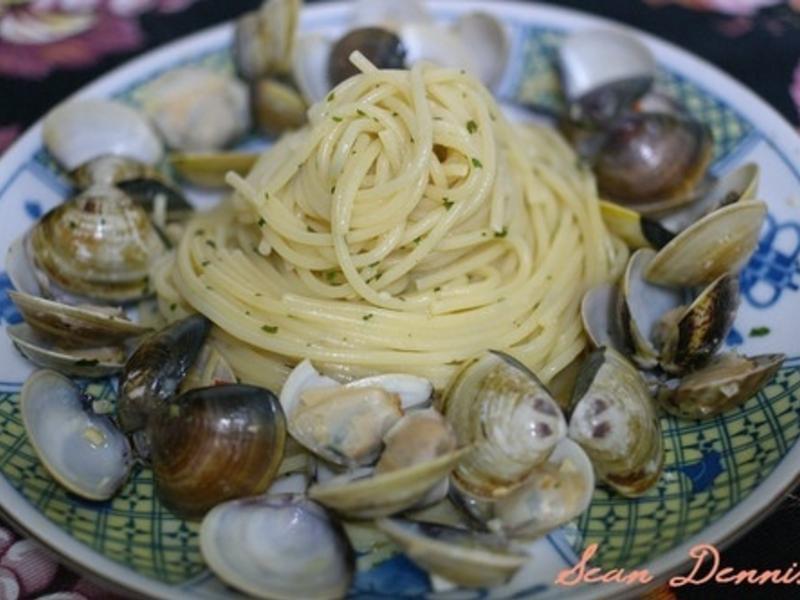 簡易便宜料多的白酒蛤蜊義大利麵