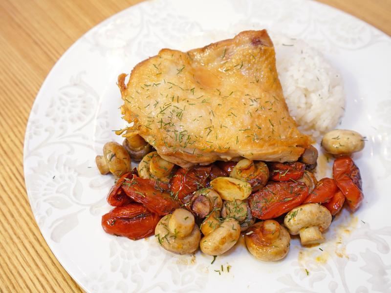 一人份快速料理。番茄蘑菇雞腿排!