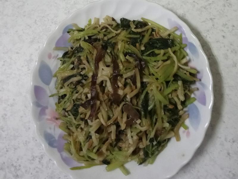 小麵條炒白杏菜
