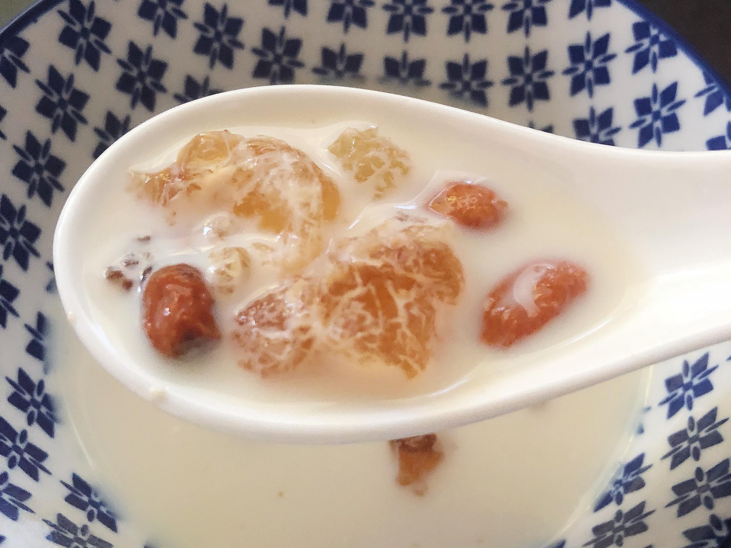 桃膠燉牛奶