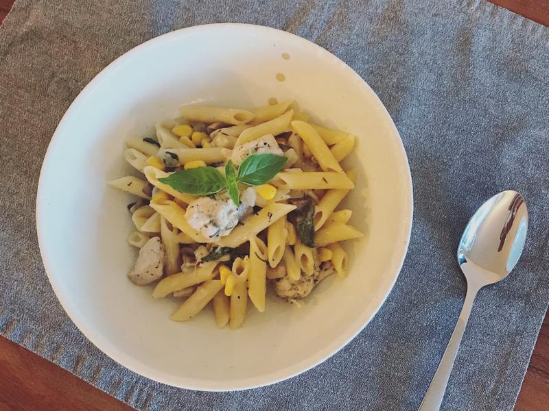 奶油蘑菇雞肉義大利麵