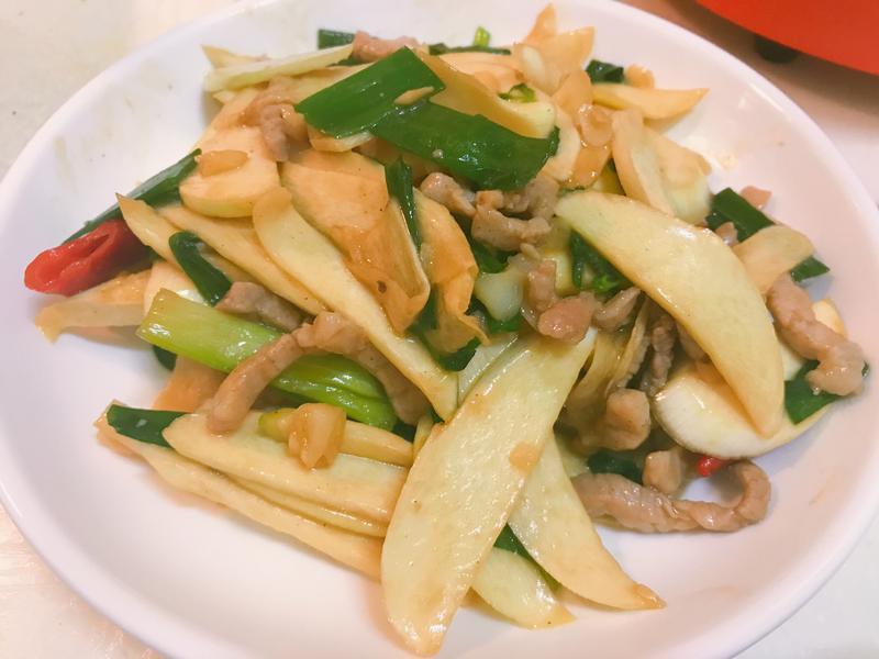 塔香蔥爆肉絲茭白筍