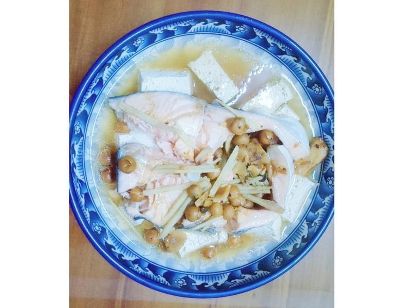 清蒸鮭魚佐豆腐