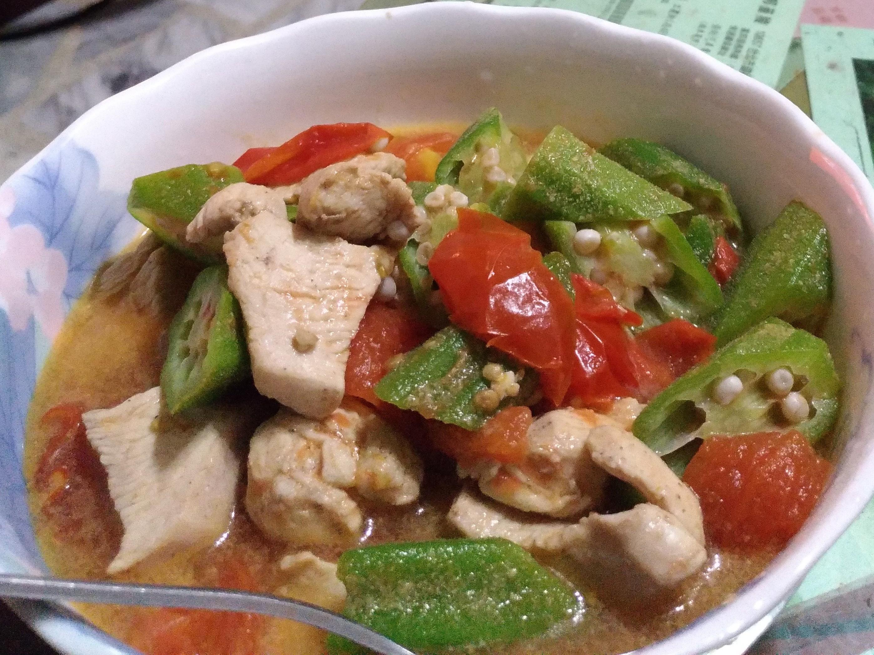 蕃茄秋葵炒雞胸肉