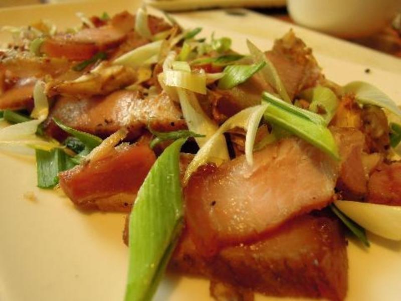 ღ小吟愛做菜ღ 自製客家鹹豬肉『蒜苗炒鹹豬肉片』