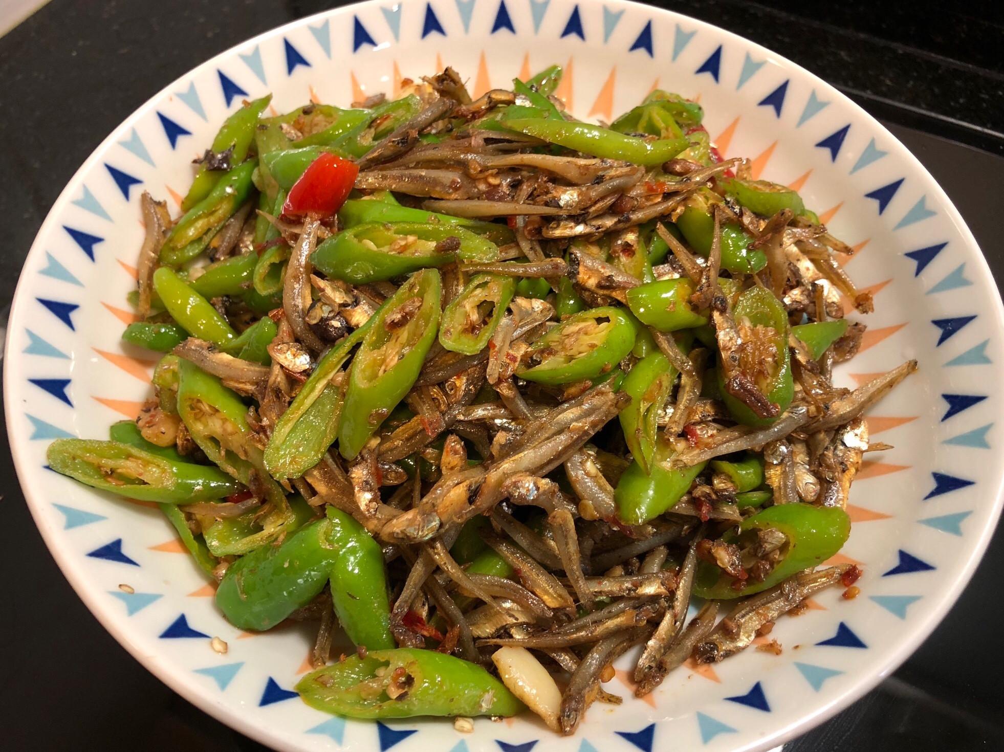 糯米椒炒小魚干