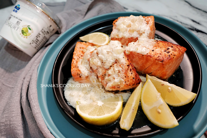 柚香青檸優格塔塔佐香煎鮭魚