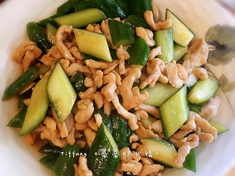 開胃家常《小黃瓜炒雞肉絲》