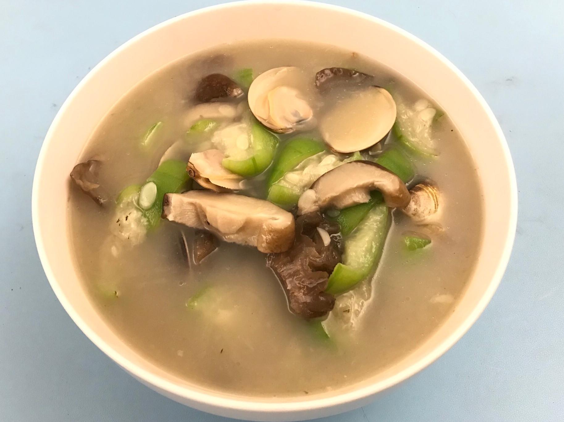菌菇絲瓜蛤蜊湯