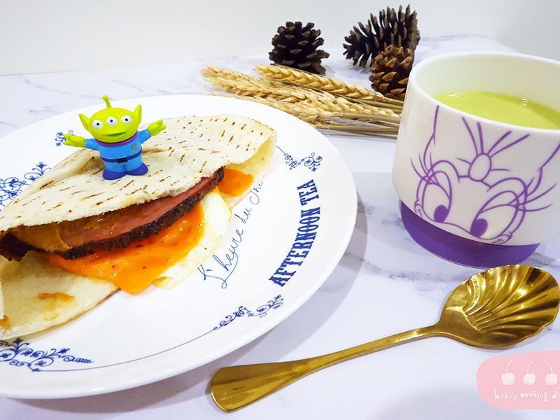 【早餐】黑胡椒牛肉Pita餅