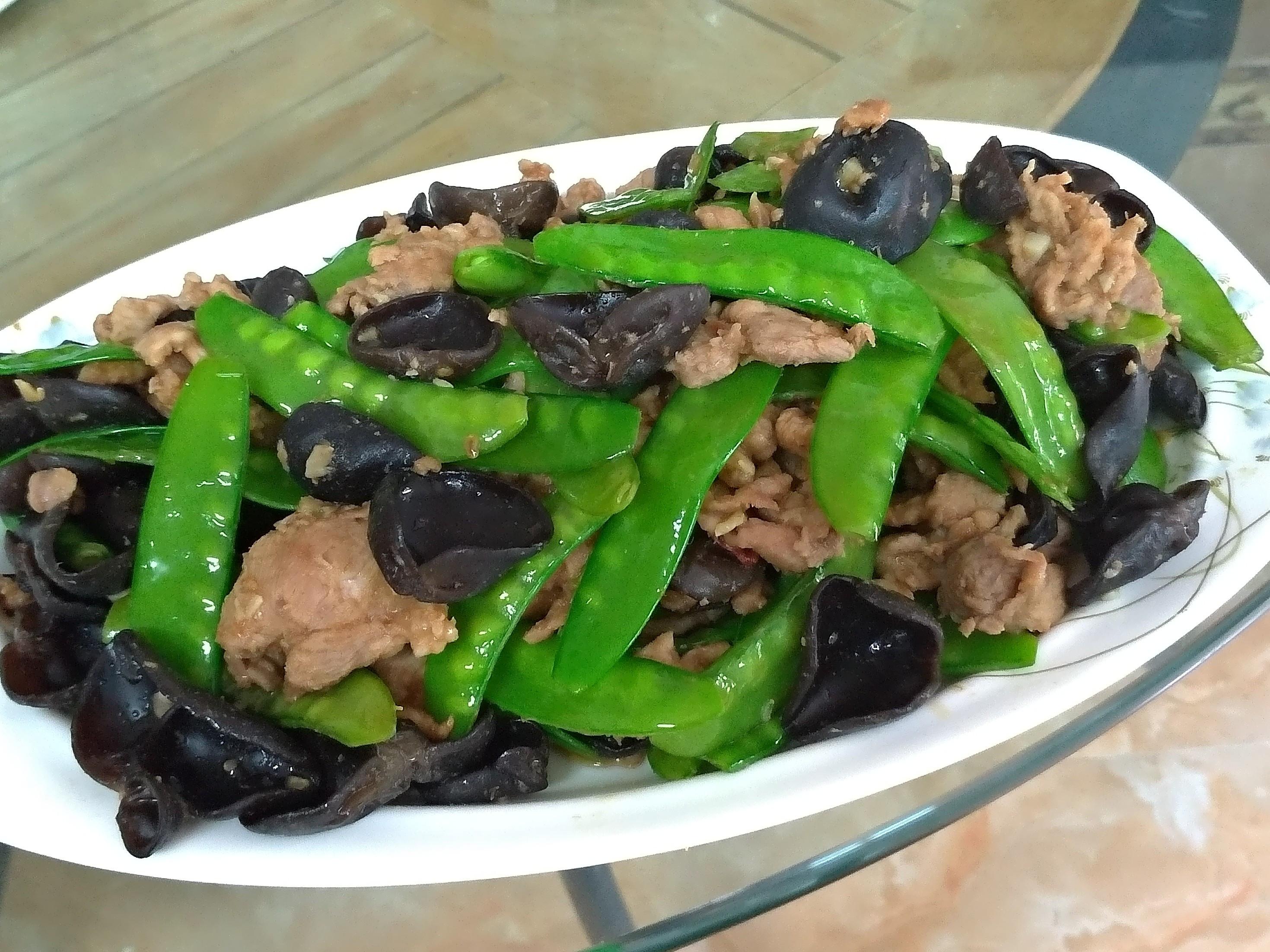 荷蘭豆炒沙茶木耳肉