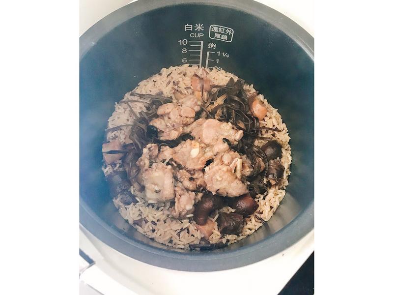 電鍋好方便🍽蒜香排骨臘味飯